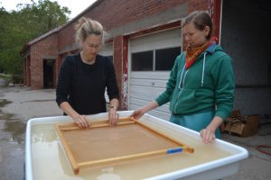 6-ms-wkshp-nepalese-papermaking-floating-mold-miles-moreton