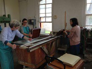 7-ms-wkshp-western-papermaking-barrett-pulling-sheet-demo-strand